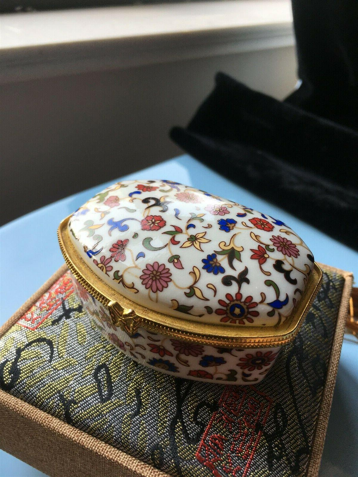 white rhomboid china jewelry and makeup mirror