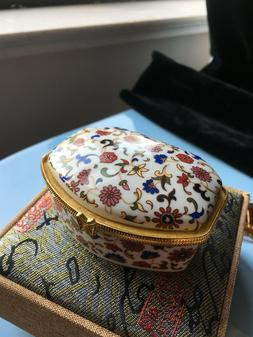 White Rhomboid China jewelry box and makeup mirror flower pa